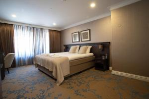 A bed or beds in a room at Best Western Plus City Centre Hotel Den Bosch