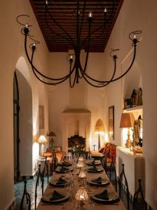 A restaurant or other place to eat at Riad Les Hirondelles Boutique Hotel