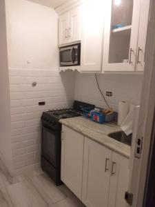 A kitchen or kitchenette at Malia's Super Studio