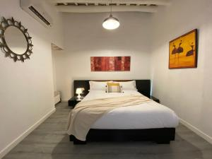 A bed or beds in a room at FISHERMAN'S HOUSE in Horta BARCELONA Ref MRHBA