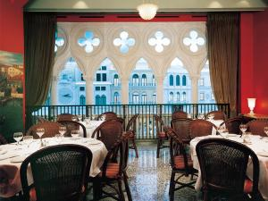 A restaurant or other place to eat at The Venetian Resort Hotel & Casino by Suiteness