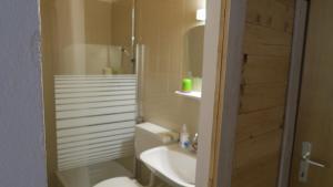 Ein Badezimmer in der Unterkunft Basecamp Apartment