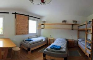 Ein Etagenbett oder Etagenbetten in einem Zimmer der Unterkunft Basecamp Apartment