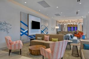 The lounge or bar area at Hilton Garden Inn Destin Miramar Beach, Fl