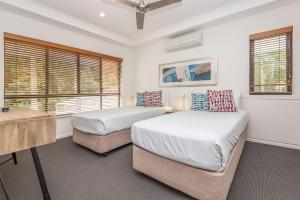 A bed or beds in a room at Noosa Springs Golf & Spa Resort