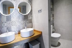 A bathroom at Meeting Point Hostels