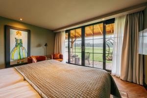 A bed or beds in a room at Van der Valk Hotel Apeldoorn - de Cantharel