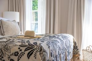A bed or beds in a room at Villa Clarisse