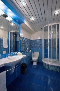 Ein Badezimmer in der Unterkunft The Mayak Hotel - Korpus Irtysh