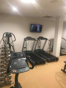 The fitness center and/or fitness facilities at Maldron Hotel Sandy Road Galway