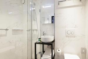 A bathroom at Krisotel