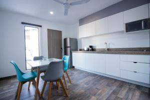 A kitchen or kitchenette at Arkana 9 Suites