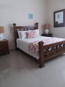 A bed or beds in a room at Rancho Guacamayos Hotel & Restaurantes