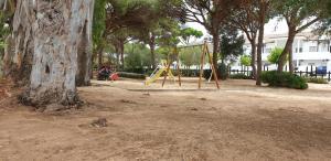 Zona de juegos infantil en Apartamentos Costa Chiclana