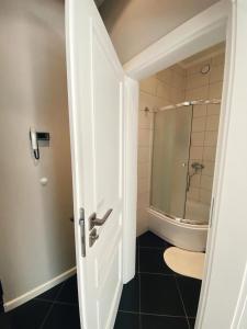 Ванная комната в Apartment on Maiskiy proezd 9