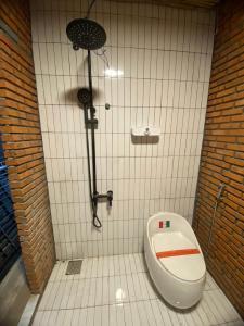 Phòng tắm tại BigDog Homestay