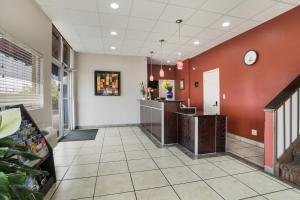 The lobby or reception area at Americas Best Value Inn Tulsa I-44