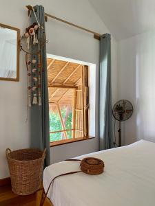 A bed or beds in a room at Kalulushi Bungalows