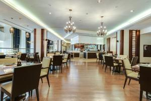A restaurant or other place to eat at Hyatt Regency Kiev