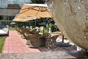 A restaurant or other place to eat at Hotel Aro Palace