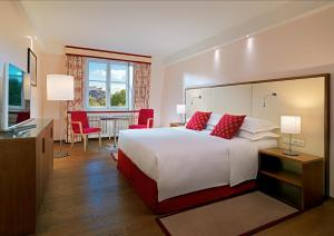 A bed or beds in a room at Sheraton Grand Salzburg