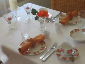Ein Restaurant oder anderes Speiselokal in der Unterkunft Gästehaus Ute Müller