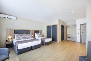 Кровать или кровати в номере Euphoria Apartments & Residence