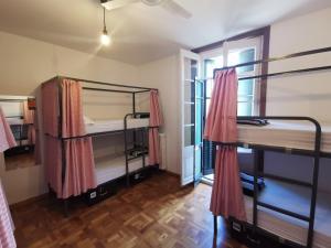 Litera o literas de una habitación en Mucha Masia Hostel Rural Urba