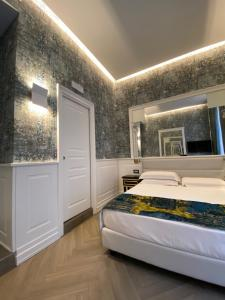 A bed or beds in a room at Relais Piazza Vittoria
