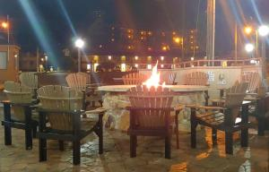 A restaurant or other place to eat at Howard Johnson by Wyndham Downtown Gatlinburg