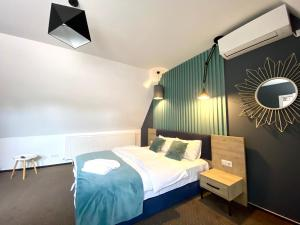 Cama ou camas em um quarto em Lumiere House Sibiu