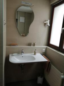 A bathroom at Studio du Soleil