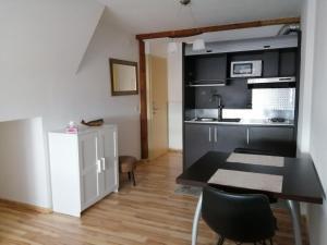 A kitchen or kitchenette at Studio du Soleil