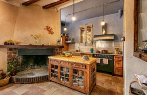 A kitchen or kitchenette at Cal Compte Priorat