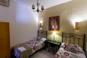 A bed or beds in a room at Pension el Portillo