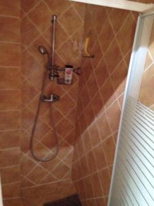 A bathroom at Les Celliers de st Andre d'Embrun