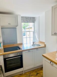A kitchen or kitchenette at Hassop Station Apartment on the Monsal Trail