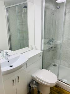 A bathroom at Hassop Station Apartment on the Monsal Trail