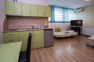 A kitchen or kitchenette at Hanovete Hotel