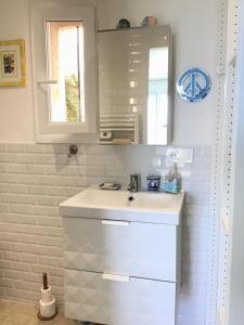 A bathroom at La Maisonette Antibes