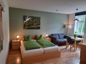 Ein Sitzbereich in der Unterkunft Apartments Zum Glasmacher