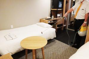 A bed or beds in a room at Premier Hotel Cabin Shinjuku