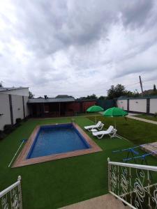Uma vista da piscina em Villa Jumeirah ou nos arredores