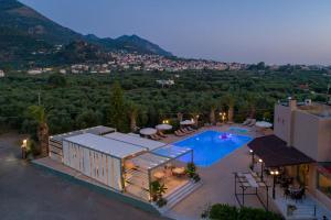 Θέα της πισίνας από το Apollo Resort Art Hotel  ή από εκεί κοντά