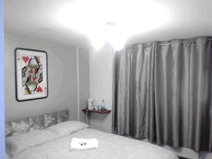 A bed or beds in a room at 129 Knigs plaza