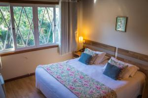 A bed or beds in a room at Hotel Renascença