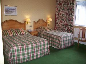 A bed or beds in a room at Elstead Hotel