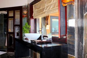 Phòng tắm tại Poshanu Resort