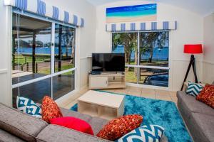A seating area at Ingenia Holidays Lake Macquarie