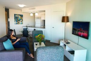 A seating area at Evolution Apartments